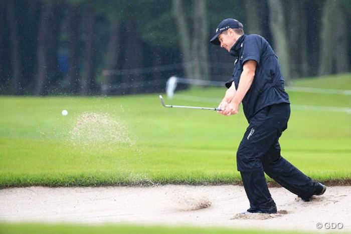 雨が降ってバンカーの砂は重いのかな? 2015年 アジアパシフィック ダイヤモンドカップゴルフ 2日目 スコット・ストレンジ