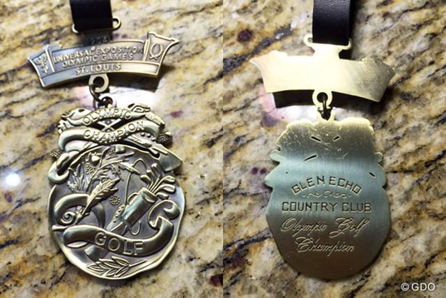 セントルイス五輪のゴルフで授与されたという金メダルのレプリカ。祝典の参加者にお土産として配られた