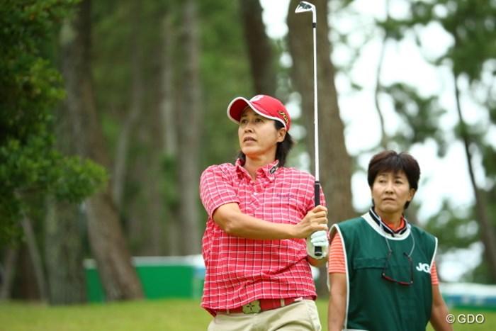 中野さんがキャディだ。仲良しコンビ 2015年 日本女子オープンゴルフ選手権競技 初日 鬼沢信子