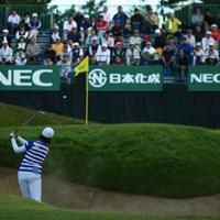うまく打ってるのにボールはグリーンをこぼれた。 2015年 日本女子オープンゴルフ選手権競技 2日目 ペク・キュジョン