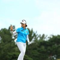 """「キャディさん!4打目!」じゃなく""""4番""""ね。 2015年 日本女子オープンゴルフ選手権競技 3日目 ペク・キュジョン"""