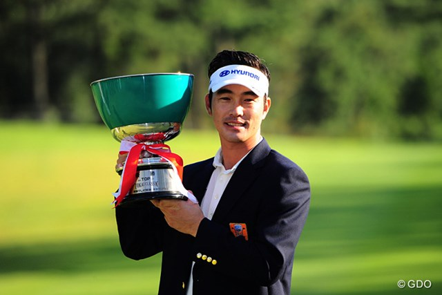 2015年 トップ杯東海クラシック 最終日 キム・ヒョンソン キム・ヒョンソンが今季初優勝。サンデーバックナインでバーディを量産、片山晋呉とのプレーオフに競り勝った
