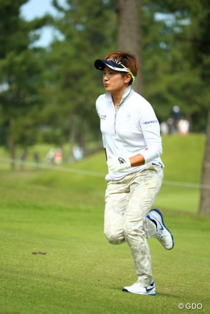 2015年 日本女子オープンゴルフ選手権競技 最終日 成田美寿々 普通の選手ならこれだけ走ったらリズム狂いそうだけどね。
