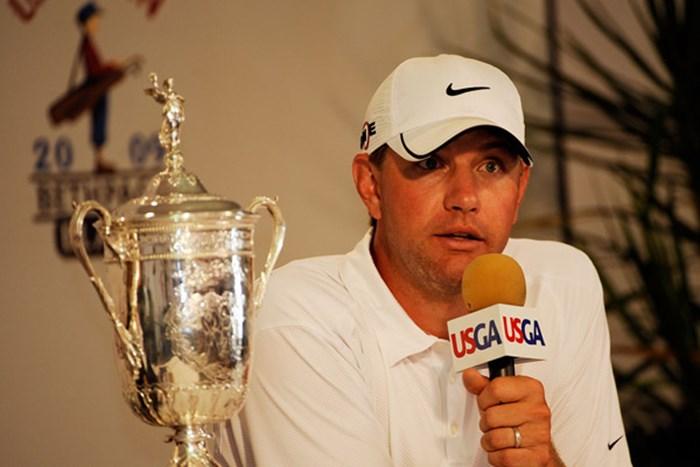 優勝会見に臨むL.グローバー。誰もが予想しなかった伏兵の勝利だ(Sam Greenwood /Getty Images) 2009 全米オープン 予備日 ルーカス・グローバー