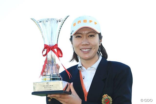 李知姫が首位を守りきり、ツアー通算19勝目を飾った