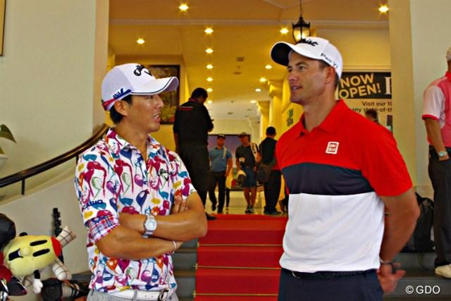 クラブハウスでアダム・スコットと遭遇した石川遼。「彼は日本のゴルフ界の将来のことも考えていてくれる。僕もその気持ちに協力したい気持ちは山々」と石川遼