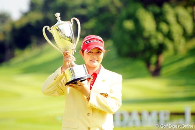 2009年 プロミスレディスゴルフトーナメント 最終日 諸見里しのぶ 今季3勝目を完全勝利で飾った諸見里しのぶ
