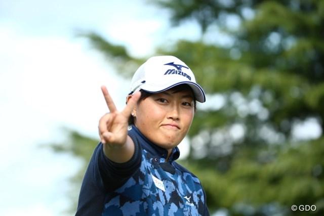 2015年 大王製紙エリエールレディスオープン 初日 工藤遥加 そのVサインを勝利のポーズに!