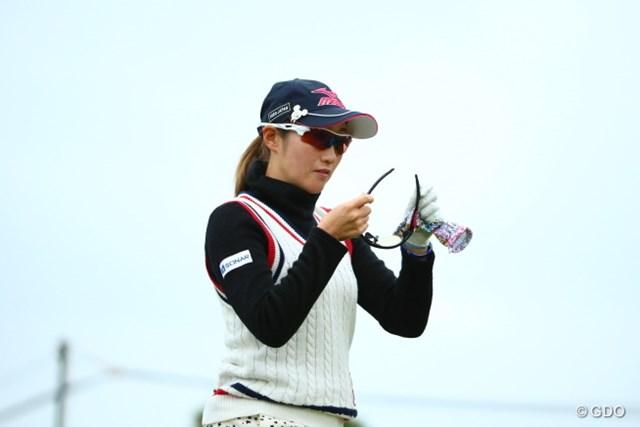 2015年 大王製紙エリエールレディスオープン 2日目 飯島茜 おっと、もうサングラスかけてたっけ。もうひとつするところだった。