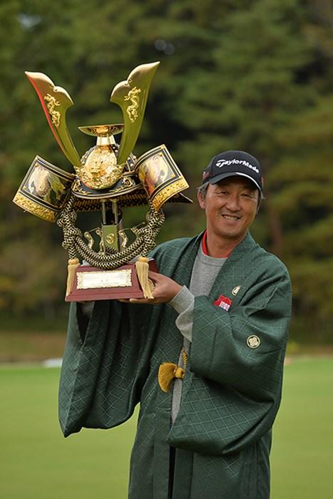 シニアツアー初優勝を飾った秋葉真一※日本プロゴルフ協会提供 2015年 ISPS・HANDA CUP・フィランスロピーシニアトーナメント 最終日 秋葉真一
