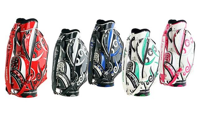 ジャド_キャディバッグ アメリカンタトゥー柄のデザインがヨコシマなゴルファーを刺激する。カラーバリエーションも豊富