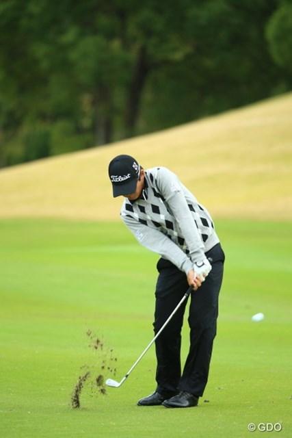 2015年 カシオワールドオープンゴルフトーナメント 初日 川村昌弘 写真だけ見たらシャンクしてるのかと誤解されそう