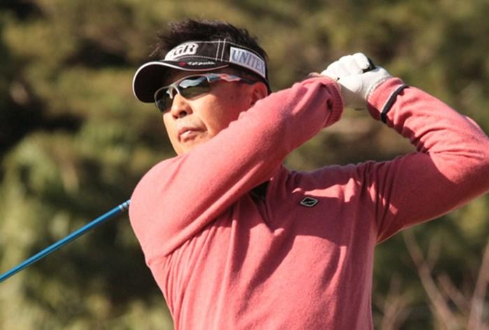 「66」をマークした奥田靖己が首位で発進した(※日本プロゴルフ協会提供) 2015年 いわさき白露シニアゴルフトーナメント 初日 奥田靖己