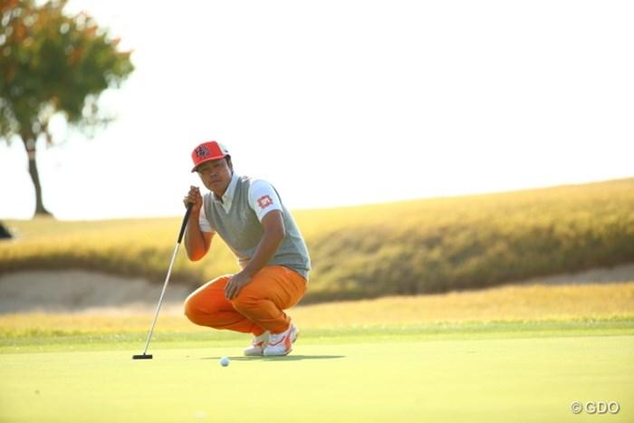 へぇー、?フックですか。ボールさん。ボールと会話する男。 2015年 カシオワールドオープンゴルフトーナメント 3日目 谷原秀人