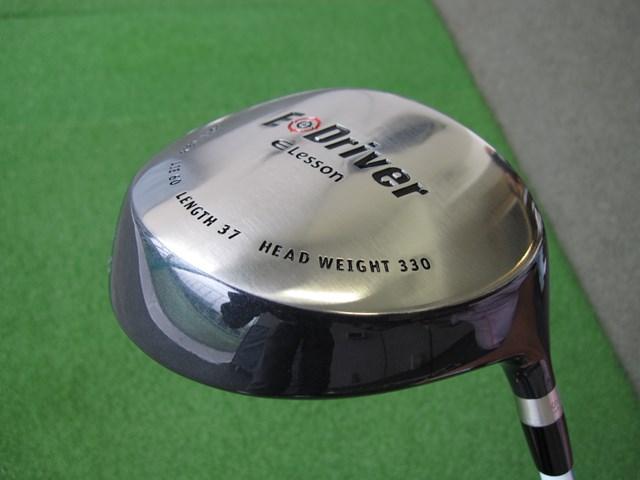 体積が375ccと最近のヘッドにしては小ぶり。実際にボールを打つことができる。