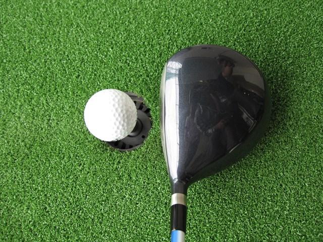 構えてみると、ヘッドが小ぶりなため集中力が増し、練習するのに最適。