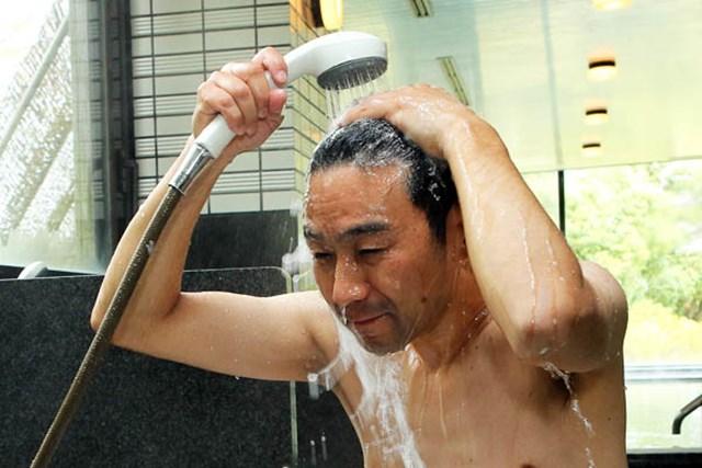 (画像2枚目)  「抜け毛予防!ラウンド後の洗い方」 ヘルスケア編 頭と肌の洗い方を分ける必要はなし!