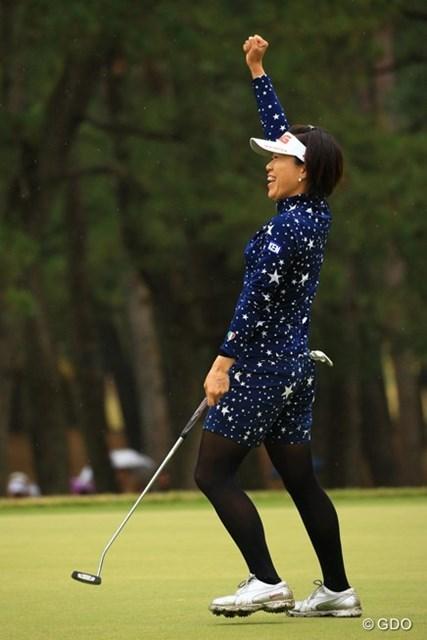 2015年 LPGAツアー選手権リコーカップ 最終日 大山志保 最終18番、ナイスパーセーブでこのガッツポーズ。大山さんが優勝かと思っちゃいますよね。