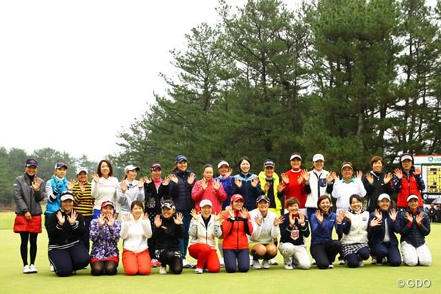 2015年 LPGAツアー選手権リコーカップ 最終日 集合写真 最後はみんなで記念撮影。来年も女子プロゴルフツアーをヨロシク!