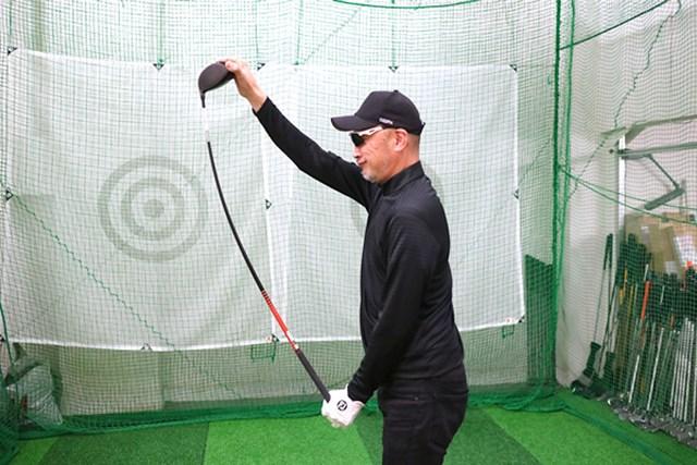 (画像 3枚目) コブラ KING LTD ドライバー マーク試打 純正シャフトは手元の剛性が高く、中間部分から先端側にしなるポイントがある。典型的な先中調子で、ほどよく球をつかまえてくれる