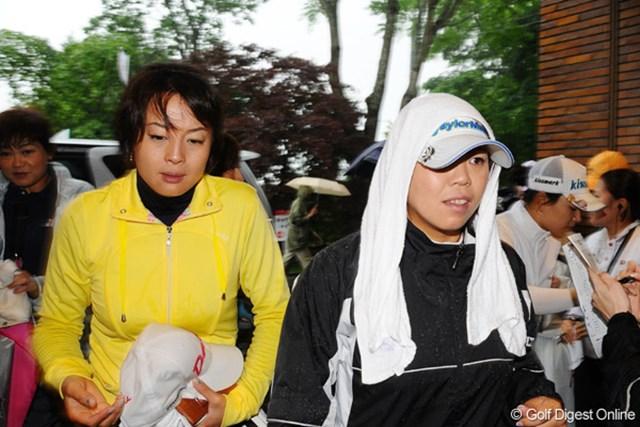2009年 明治チョコレートカップ 初日 前田久仁子 続々と引き上げてくる選手達。カッコウなんか気にしてられまへん!!ごめんねクニちゃん