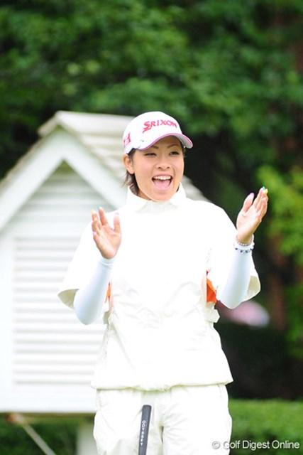 2009年 明治チョコレートカップ 初日 森田理香子 こちらも手を叩いての大爆笑。でも44位Tと微妙~なポジション