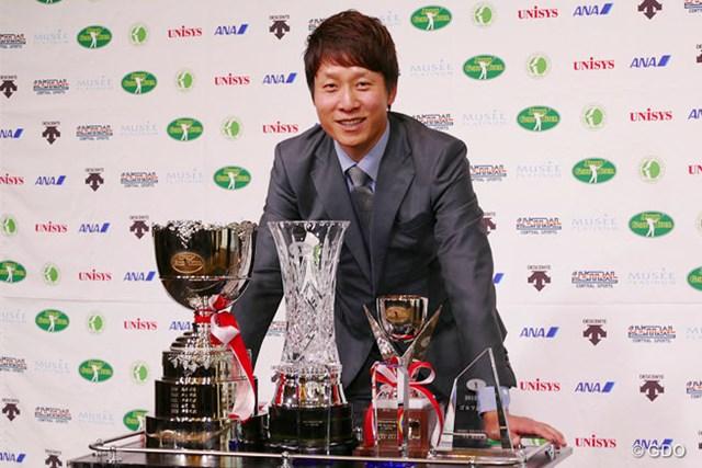 大差で2度目の賞金王タイトルを手にした金庚泰が、ほか5部門も1位で表彰を受けた