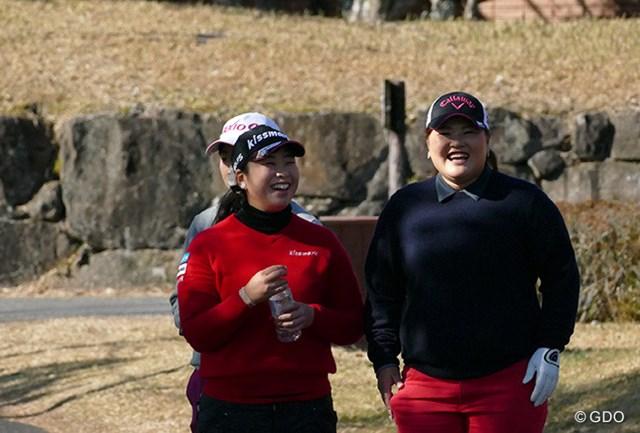 2015年 LPGA新人戦 加賀電子カップ 初日 武尾咲希、鈴木麻綾 武尾咲希、鈴木麻綾は2人とも1994年生まれの21歳。