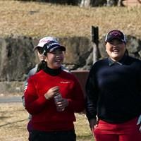 武尾咲希、鈴木麻綾は2人とも1994年生まれの21歳。 2015年 LPGA新人戦 加賀電子カップ 初日 武尾咲希、鈴木麻綾