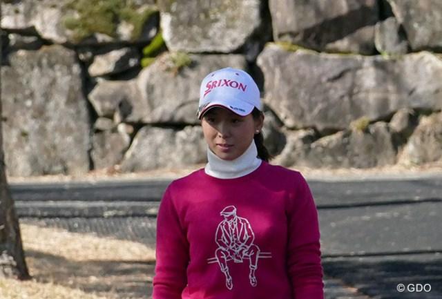 ピンクのセーターは、ウェア契約をしているポール・スチュアートのもの