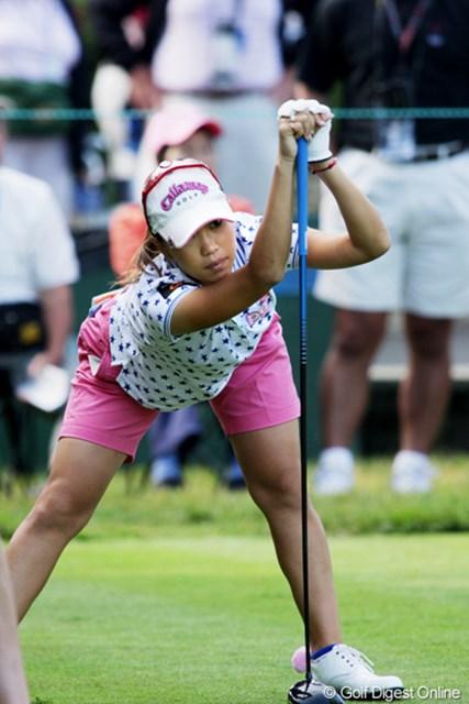 2009年 全米女子オープン 2日目 上田桃子 スタート中もストレッチを欠かさない。