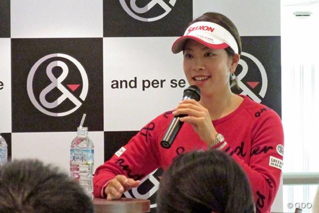 2015年 Hitachi 3Tours Championship 事前 森田理香子 都内でトークイベントを行った森田理香子。ファンとの交流を楽しんだ