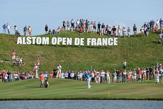 2015年 アルストム・オープン・ド・フランス 最終日 ベルント・ウィスベルガー アルストム・オープン・ド・フランス最終日、18番でグリーンに向け2打目を放つベルント・ウィスベルガー(Tony Marshall/Getty Images)