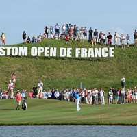 アルストム・オープン・ド・フランス最終日、18番でグリーンに向け2打目を放つベルント・ウィスベルガー(Tony Marshall/Getty Images) 2015年 アルストム・オープン・ド・フランス 最終日 ベルント・ウィスベルガー