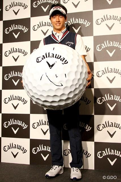 2016年 ソニーオープンinハワイ 事前 石川遼 キャロウェイゴルフとボール契約を結んだ石川遼。大型ボールに今年のテーマ『心』の一文字を書き入れた