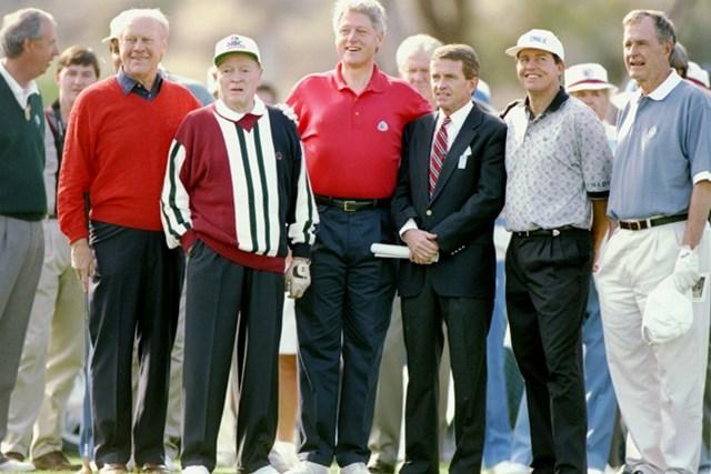 95年、元大統領のジェラルド・フォード、ジョージ・ブッシュ、当時現職のビル・クリントンらがプロアマで一緒にプレーした(J.D. Cuban/Getty Images)