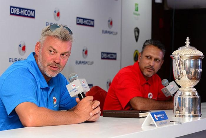 ユーラシアカップ開幕を前に記者会見するダレン・クラーク(左)とジーブ・ミルカ・シン(Arep Kulal/Getty Images) 2016年 ユーラシアカップ 事前 ダレン・クラーク ジーブ・ミルカ・シン