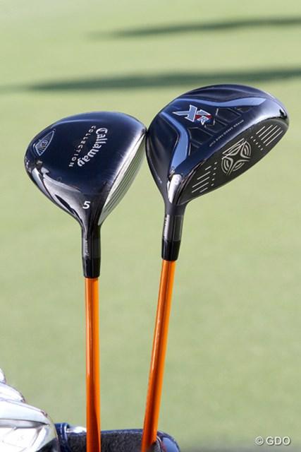 石川遼が新投入する「XR16 フェアウェイウッド」(右)と「キャロウェイコレクション フェアウェイウッド」