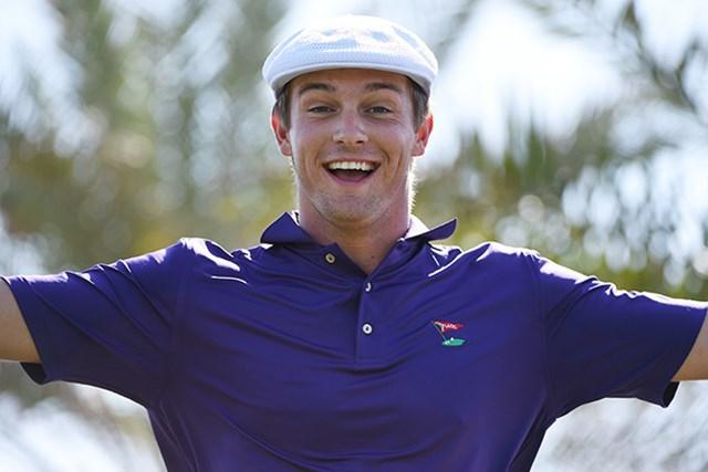 2016年 アブダビHSBCゴルフ選手権 初日 ブライソン・デシャンボー ブライソン・デシャンボーのトレードマークはハンチング帽(Ross Kinnaird/Getty Images)