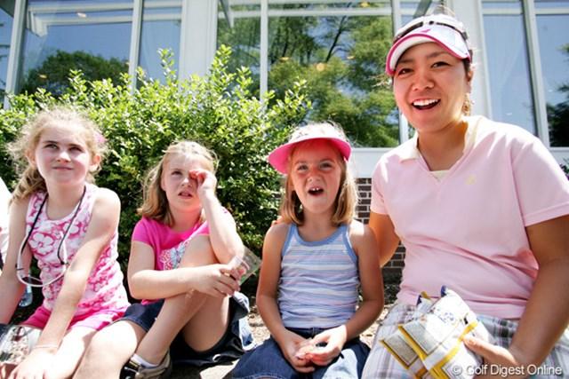 2009年 全米女子オープン 最終日 宮里美香 ラウンド後、キャディのブライアンの娘さんとリラックスタイム