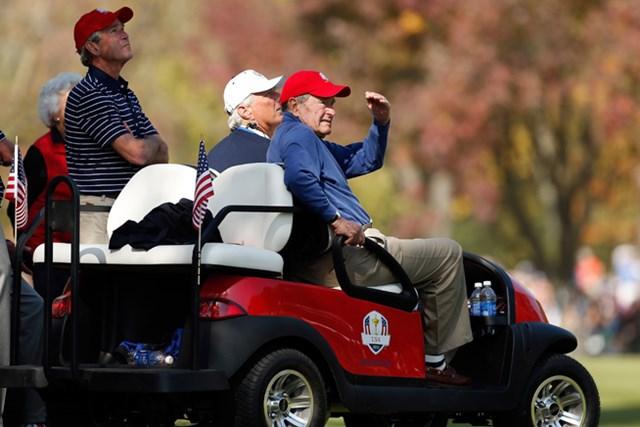 ジョージ・H・W・ブッシュ、ジョージ・W・ブッシュ親子がそろってゲームを見学する場面も。※2012年「ライダーカップ」(Jamie Squire/Getty Images)