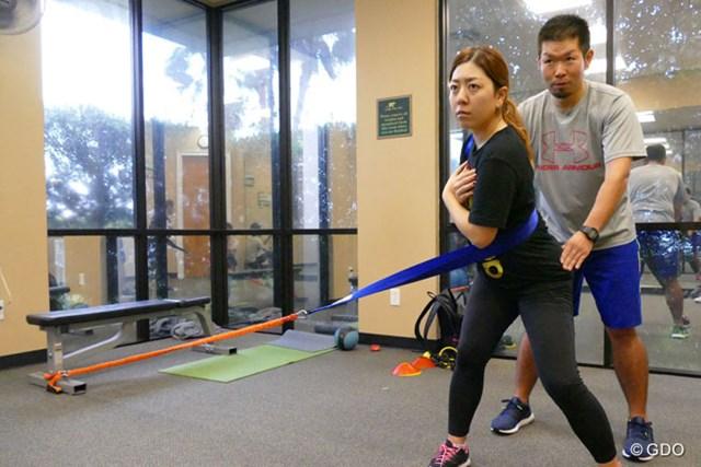 工藤健正トレーナーとオフのトレーニングに励む宮里美香