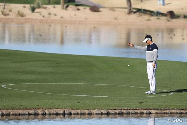 15番で2打目を池に入れた石川遼。今大会は4連連続の予選落ちとなった