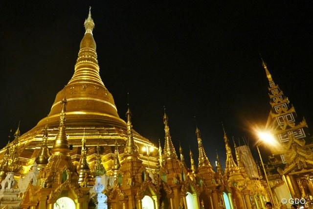 ヤンゴン市内にある黄金の寺院。仏教国ミャンマーのシンボルのひとつ