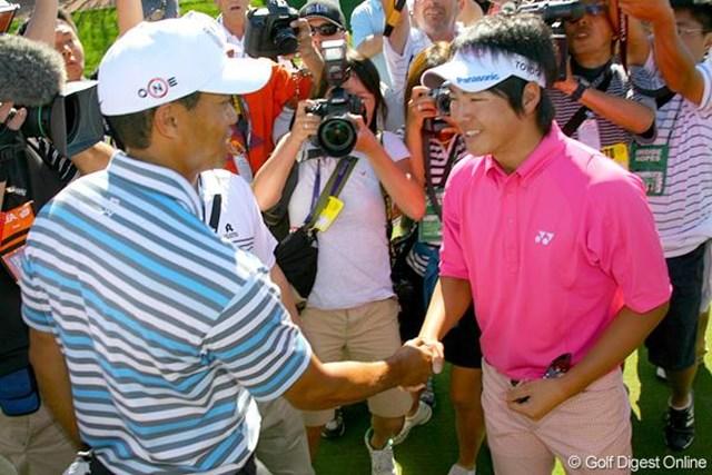 2009年 石川遼がタイガー・ウッズと初対面そして固い握手を交わす 憧れのタイガー・ウッズとの初対面を果たした石川遼(写真は2009年WGCアクセンチュアマッチプレー選手権時)