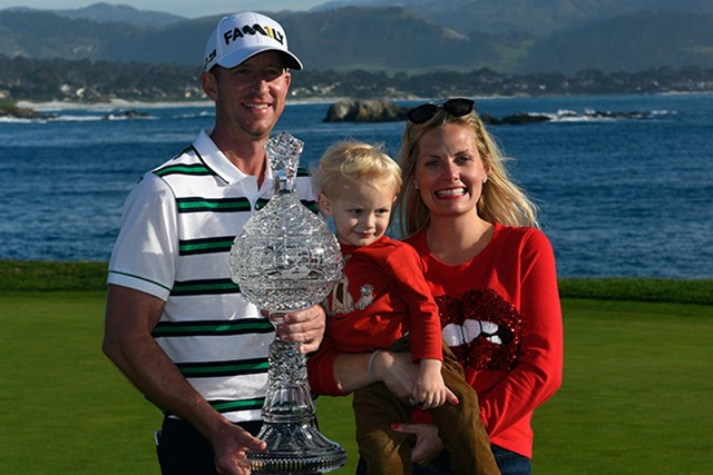 11年ぶりの優勝を飾ったボーン・テーラーは家族とカップを掲げた(Robert Laberge/Getty Images)