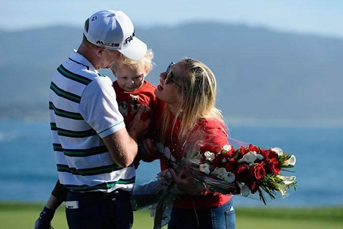 家族の支えを受けて11年ぶりの優勝を飾ったテーラー(Robert Laberge/Getty Images) 2016年 AT&Tペブルビーチナショナルプロアマ 最終日 ボーン・テーラー