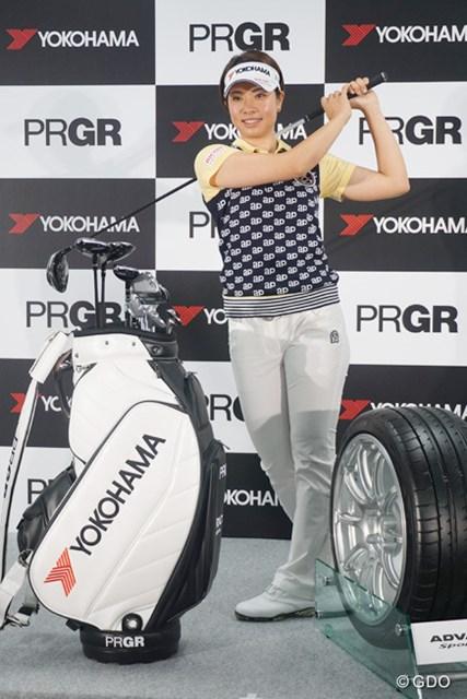 バイザーにはコーポレートシンボルの「YOKOHAMA」のロゴが入る