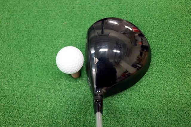 (画像 2枚目) タイトリスト VG3ドライバー(2016年) マーク試打 ヘッドはオーソドックな丸型形状。アドレス時に重心の深さが感じられ、つかまりの良さと球の上がりやすさが視覚的にも伝わる