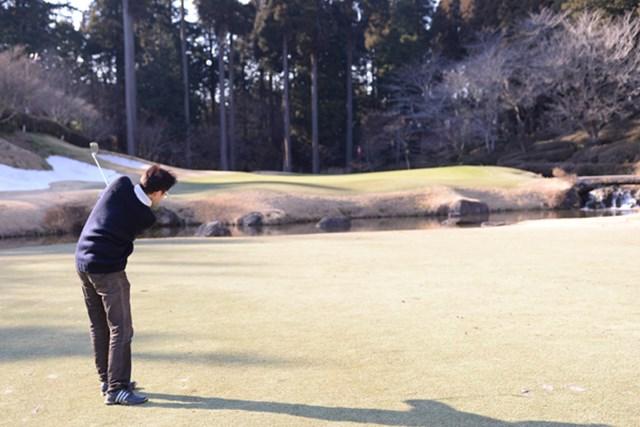 カレドニアン・ゴルフクラブ_1_5 オーガスタ・ナショナル・ゴルフクラブを想起させる15番ホール。高速グリーンの左サイドはバンカー、右サイドはクリークと、難易度においても『マスターズ』級だ